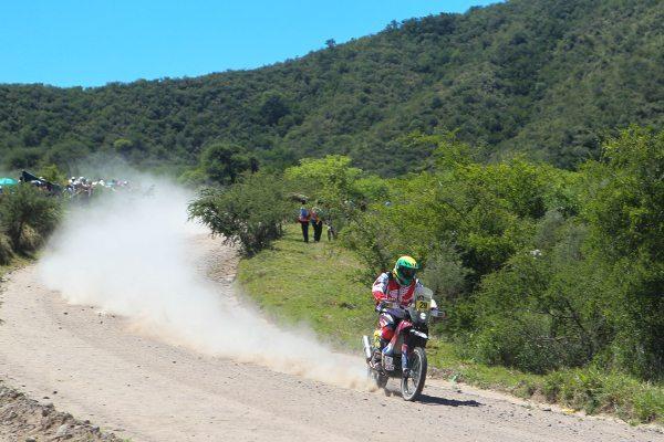 Jean Azevedo, piloto da Honda Racing Rally Team, na etapa entre Rosário e San Luis (ARG) do Dakar 2014 - foto de Idário Café/VipComm