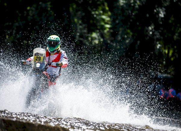 Os favoritos não se destacaram no segundo dia do Dakar 2014 - foto de Vinícius Branca