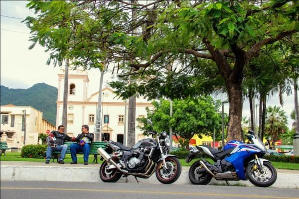 Praças e largos bucólicos; bom para jogar uma conversa fora no fim de tarde (Foto: André Sucupira)