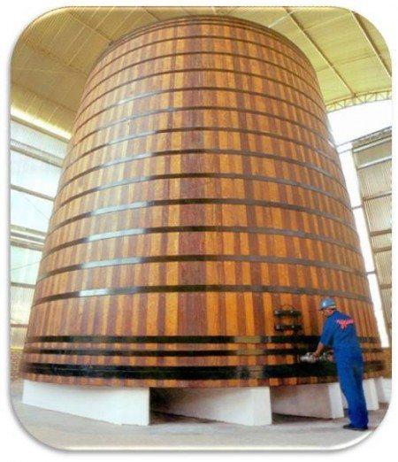 Um dos maiores do mundo com 375 mil litros de pura cachaça