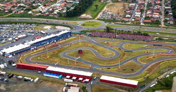 Vista aérea do kartódromo do Beto Carrero World em Penha (SC), local de realização do Arena Supermoto 2014 - foto de Evandro Badin