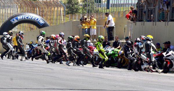 Largada das 500 Milhas de Motovelocidade de Interlagos 2014 - foto de Donini Produções