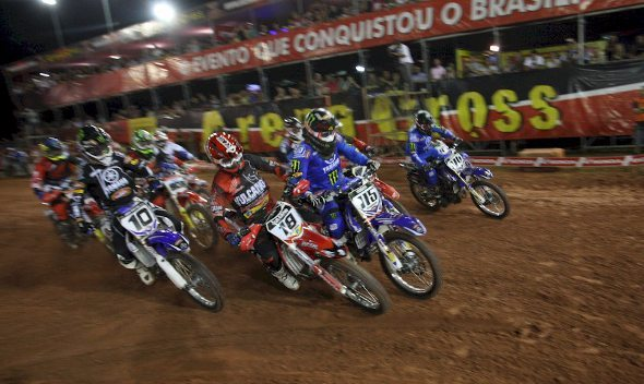Largada da categoria Pro no Arena Cross em Blumenau (SC)