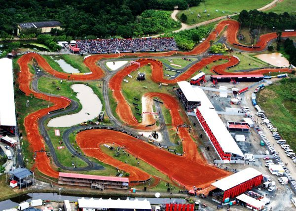 Vista aérea da pista de motocross do Beto Carrero Word