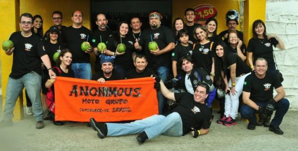 Os Anonymous, companheiros de viagem e animados caçadores de histórias