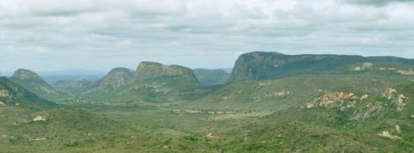 Uma paisagem cercada de monólitos