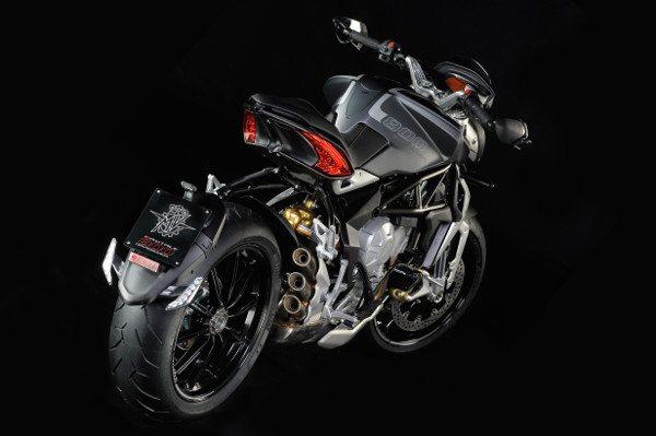 """A """"escola"""" italiana de fazer motos está na alma desta moto"""