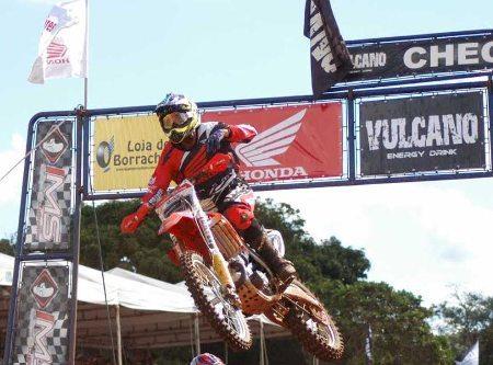 Wellington foi o destaque na abertura do Goiano de Motocross 2014