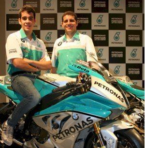 Lucas Barros, piloto da GP 1000, com o pai e chefe de equipe Alexandre Barros