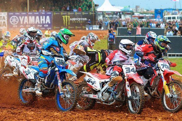 Disputas eletrizantes no Mundial de MX em Penha (SC) - foto de Duda Bairros