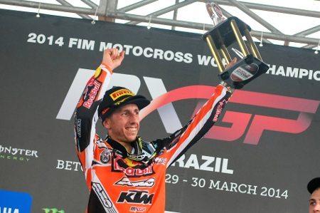 Cairoli comemora a vitória no GP Brasil e continua líder do Mundial - foto de Luiz Pires