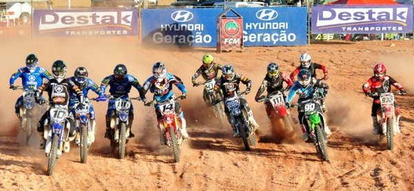 Público assistiu a ótimos pegas na abertura do Catarinense de Motocross
