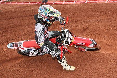 Stefany Serrão se prepara para o Brasileiro de Motocross