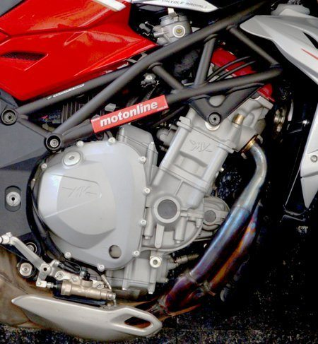 O motor é derivado das Ferraris de F1
