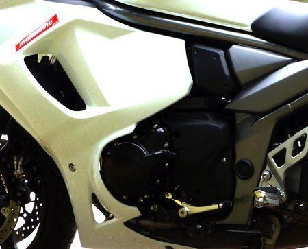 Motor bem protegido pela carenagem evoluiu do 1200 arrefecido a ar. Agora ele serve toda linha Bandit de 1250cc e só recebe elogios
