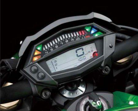 No painel, o tacômetro em barras de LED entram em funcionamento a partir dos 4000 rpm. Você presta atenção só quando interessa