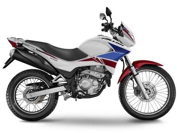 ... e a NX 400i Falcon Special Edition por R$ 16.990,00