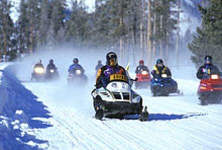 Snowmobiles são usados também em competições