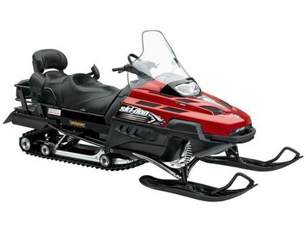 Snowmobile, veículo off-road para andar na neve ou gelo