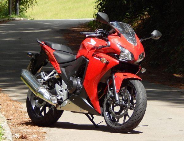 CBR 500R: a moto já vem com a categoria para quem quer ir para as pistas