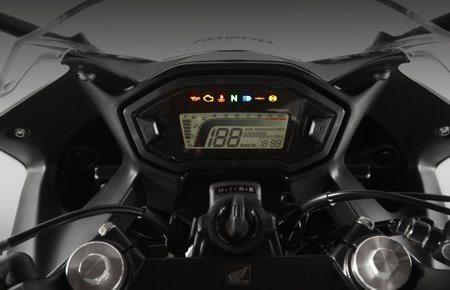 Cockpit de moto de competição - Instrumentação completa em um lay-out agradável de se ver