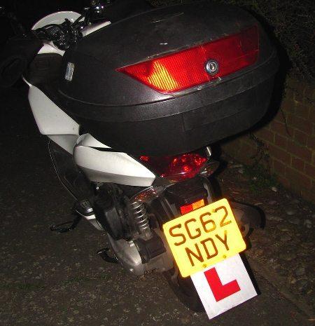 "Letra ""L"" indica motociclista novato"