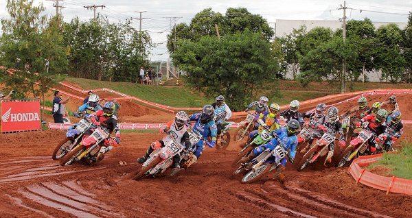 Pedra Bonita (MG) recebe a segunda etapa do Brasileiro de Motocross 2014