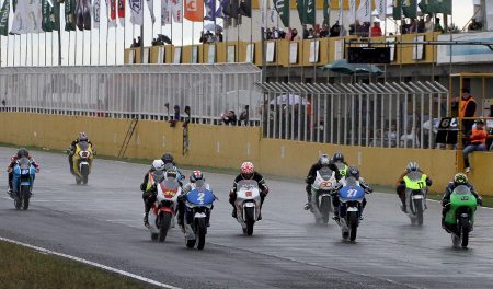 Largada da categoria-escola GPR 250 no GP Petrobras, em Santa Cruz do Sul