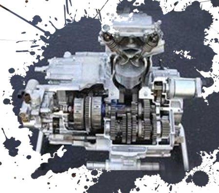 Motor e transmissão com eixos longitudinais, facilitam as saídas para a transmissão