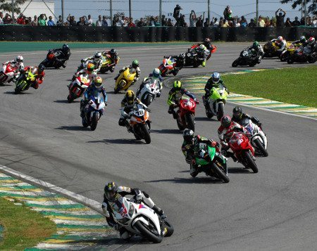 Superbike: 300 pilotos em 7 provas, tudo no mesmo dia