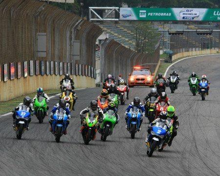 Motos iguais e regulamento apertado torna GPR 250 uma das mais emocionantes categorias do Campeonato Brasileiro de Motovelocidade