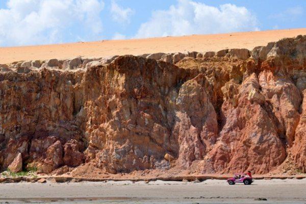 Há caminhos com emoção e com muita emoção; cuidado com a maré alta (foto de Luiz Almeida)