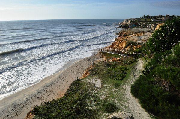 Entre as dunas e o mar as falésias e suas fontes de água doce
