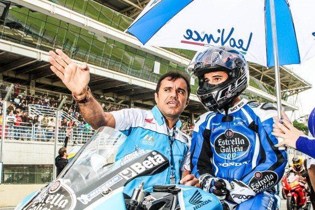 Wagner Duarte (E) passando as instruções para José Duarte (D) antes da largada de mais um Moto GP