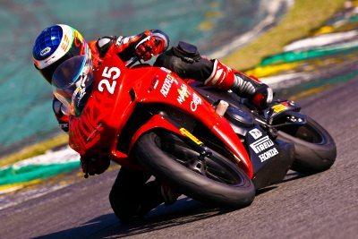 Igor Calura lidera a Copa Honda CBR 500R