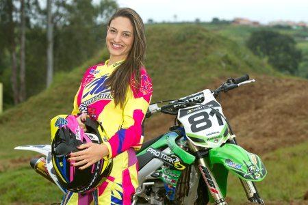 Mariana Balbi é a primeira brasileira a disputar o Mundial de Motocross Feminino