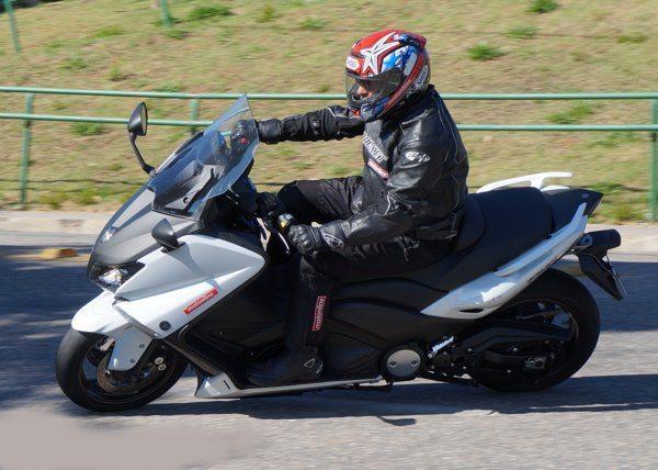 Agilidade nas curvas em baixa e estabilidade nas em alta velocidade