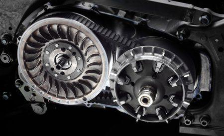 Transmissão CVT do T-Max é assistido por embreagem multidisco em banho de óleo, de acionamento automático
