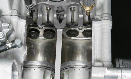 O motor dois cilindros, 4 válvulas por cilindro desenvolve boa potência que é melhor aproveitada pelo câmbio CVT