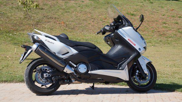 Yamaha T-Max: não há nada igual a ele; não é moto nem scooter, mas é o melhor dos dois