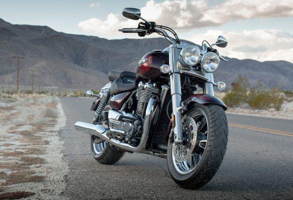 Estilo se destaca e os faróis duplos são uma das identidades da moto e da marca