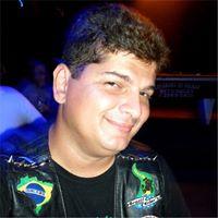Max Pinheiro - Xingamentos e buzinadas por respeitar a lei.