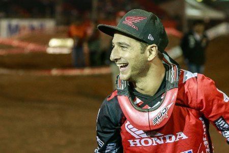 O português Paulo Alberto é campeão invicto da MX2 no Arena Cross 2014