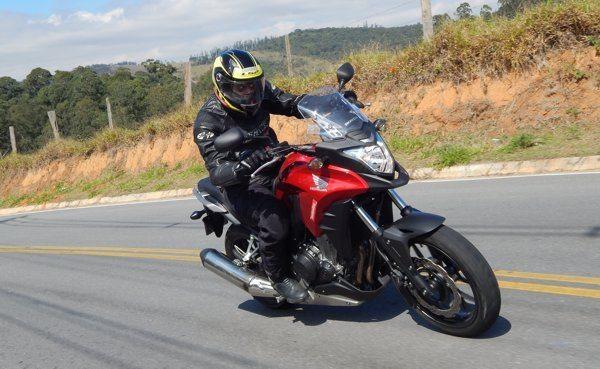 CB500 X segue a linha das outras aventureiras da marca