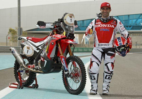 O português Paulo Gonçalves ao lado da sua  Honda CRF 450 Rally