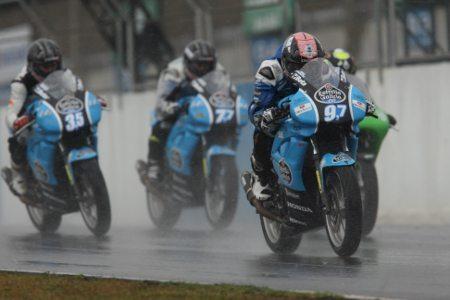 Provas da GPR 250 foram realizadas em Cascavel sob condição de pista molhada