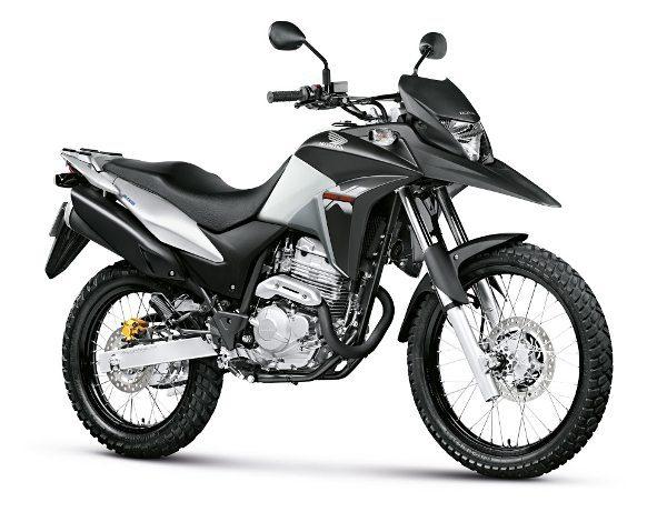 O modelo é também oferecido na versão standard com e sem freio combinado e ABS