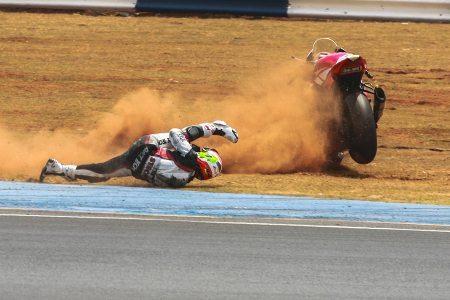 A queda do pole position Diego Pierluigi, que ocasionou a interrupção da prova depois de três voltas