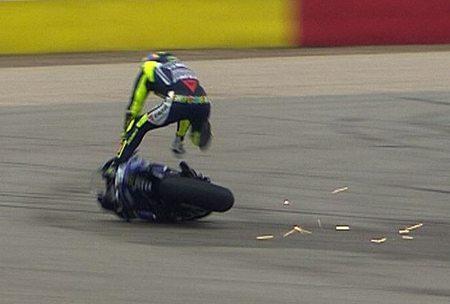 Rossi sofre queda espetacular e abandona o GP de Aragão