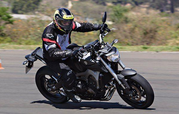 A Yamaha MT-09 é divertida em qualquer situação